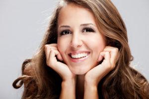 выравнивание зубов с помощью брекетов Инвизилайн