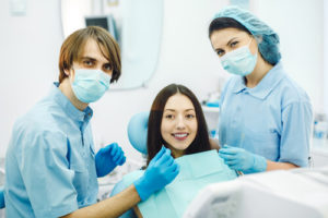 Уход сразу после имплантации зубов
